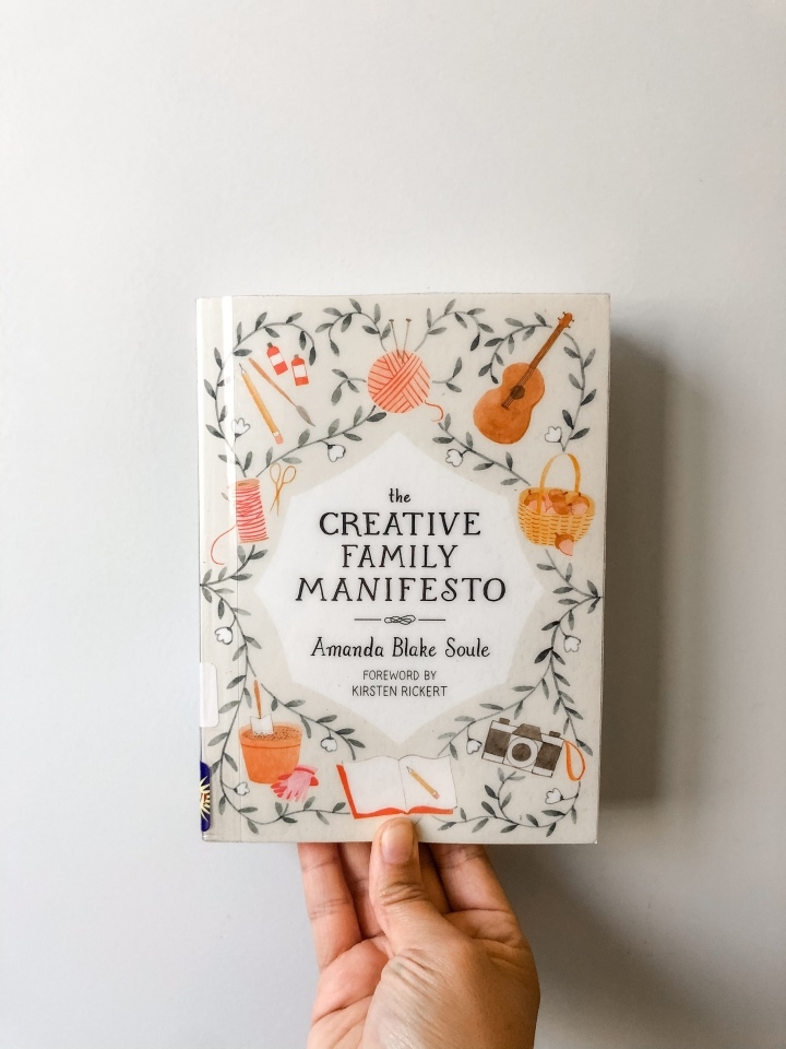 Book Review: The Creative Family Manifesto by Amanda BlakeSoule